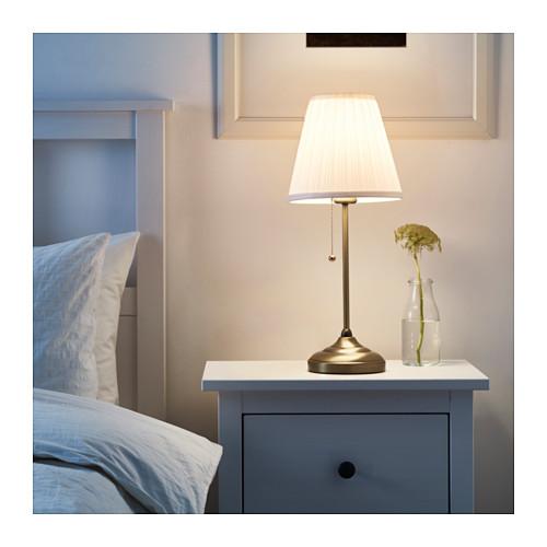 Lampe de table Ikea Arstid Dorée