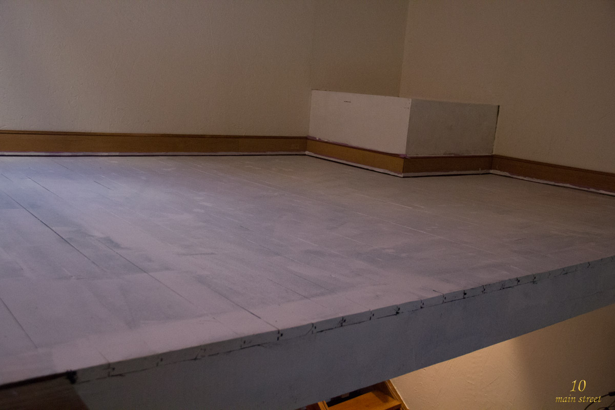 Peindre en blanc un plancher en bois ancien d j peint for Peinture plancher bois